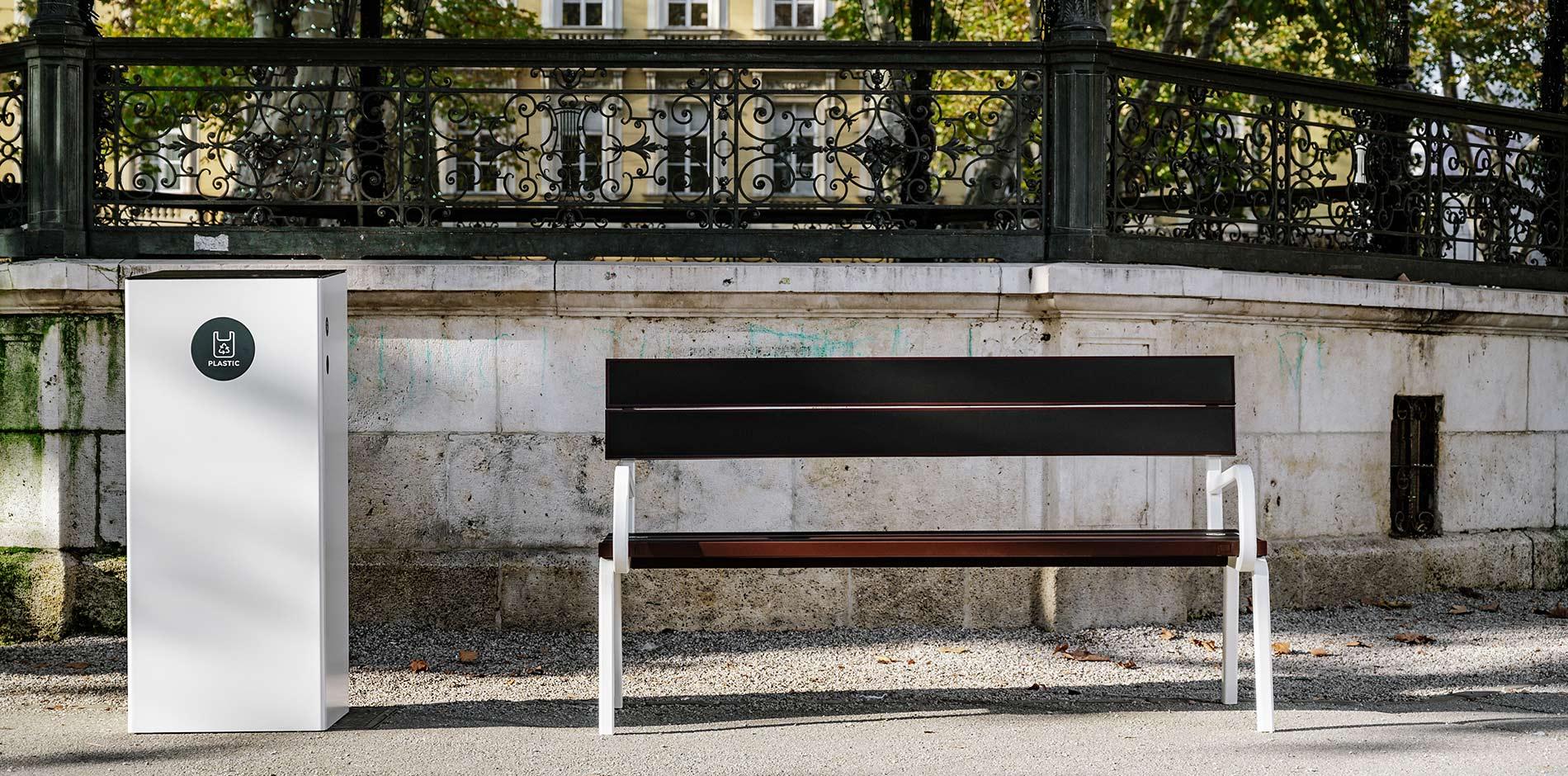 Steora 'Classic' Solar Smart Bench  -